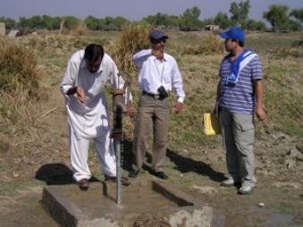 村に設置されたハンドポンプ式の井戸