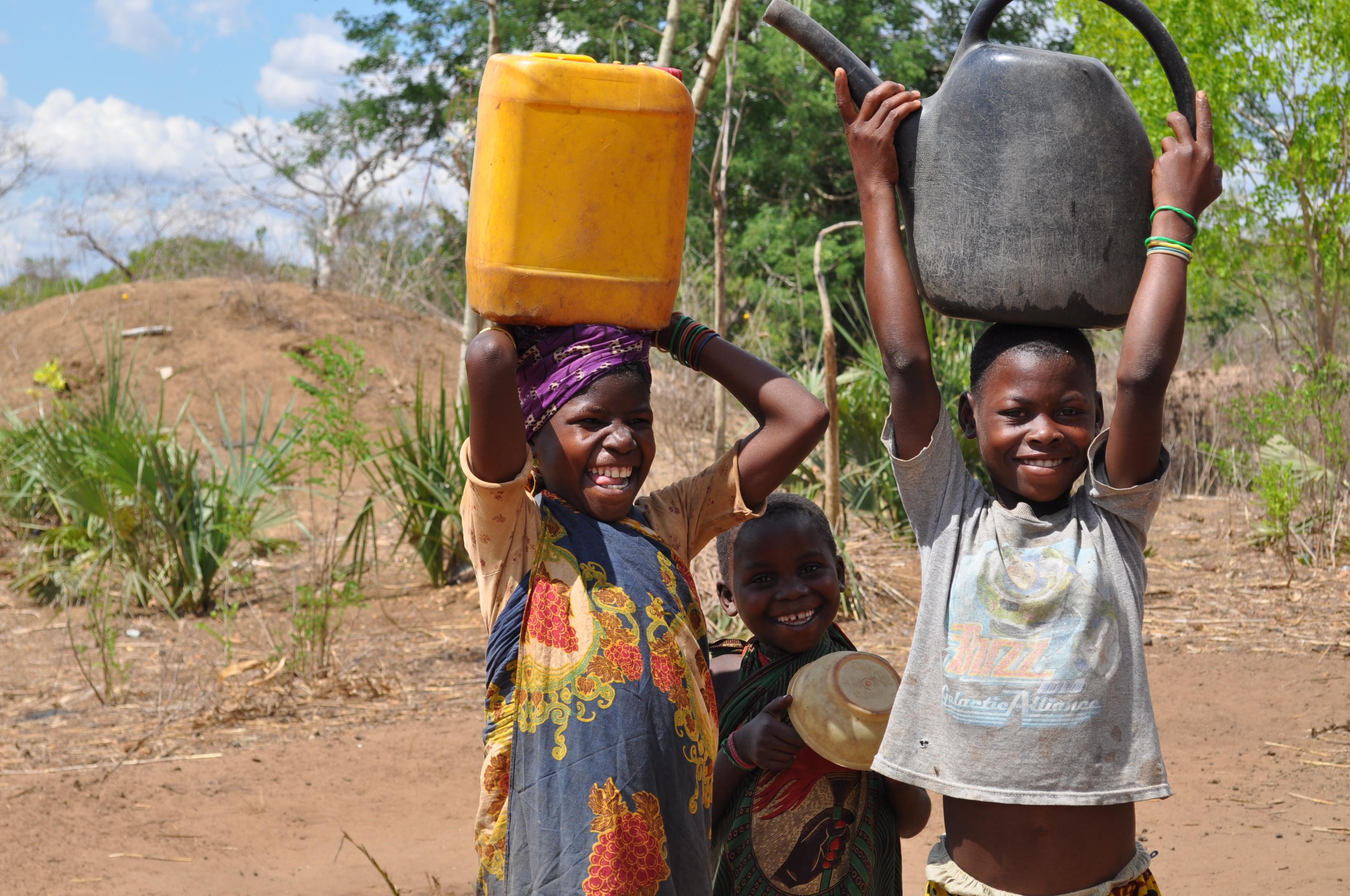「水 運ぶ」の画像検索結果